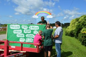 Brandon Tanager 4-H members working on a float for the Alto Fair parade
